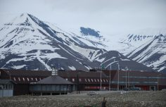 Open positions at the University Centre in Svalbard (UNIS)